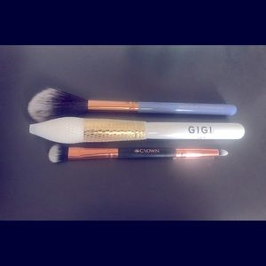 Other - ‼️NEW‼️3 AVAILABLE make-up brushes